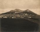 市街から函館山を望む